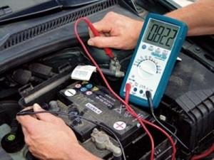 Проверка состояния автомобильной аккумуляторной батареи