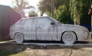 Автомобиль в шампуне