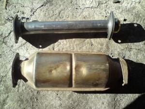 Проставка и стандартный катализатор на 1,5