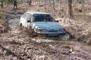 6 способов выехать при застревании машины в грязи