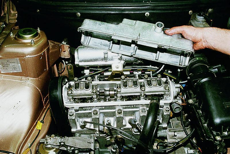 Демонтаж клапанной крышки