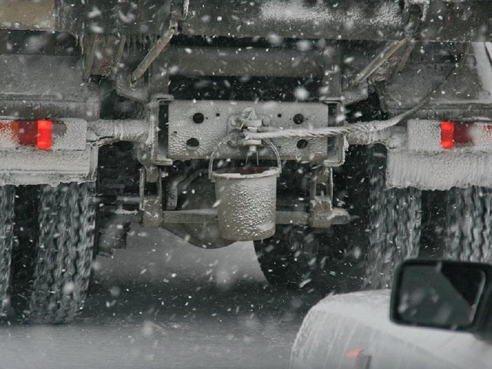 Ведро на фаркопе грузовой машины