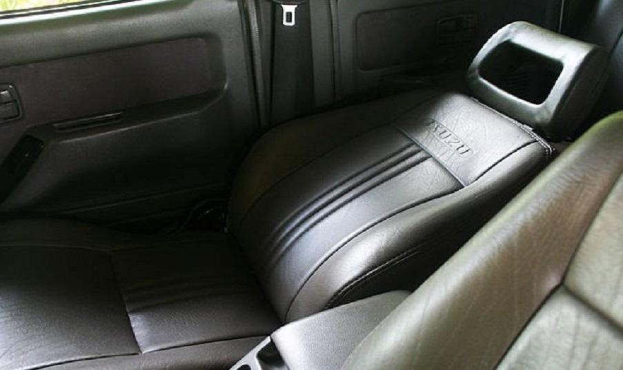 Опустить переднее сиденье